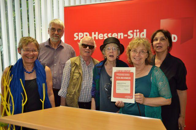 Initiative Opferdenkmal Oberursel mit Urkunde ausgezeichnet